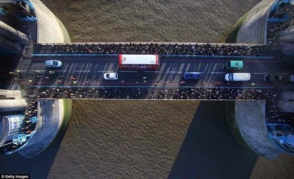 В Лондоне открывается прозрачный мост с видом на реку Темза 0 12cf99 12659318 orig