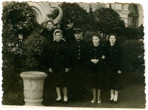 Работники вокзала ст. Петропавловск, 1956.jpg
