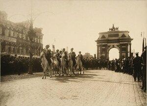Въезд императорской свиты через Триумфальные ворота