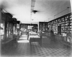 Интерьер книжного магазина.