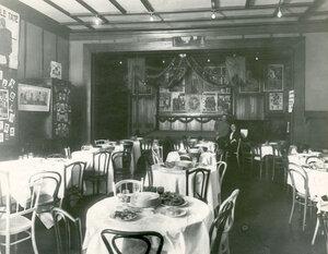 Внутренний вид ресторана в Крестовском саду.