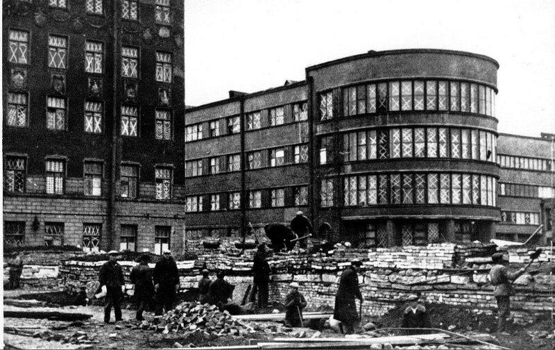 Строительство баррикад у Кировского райсовета