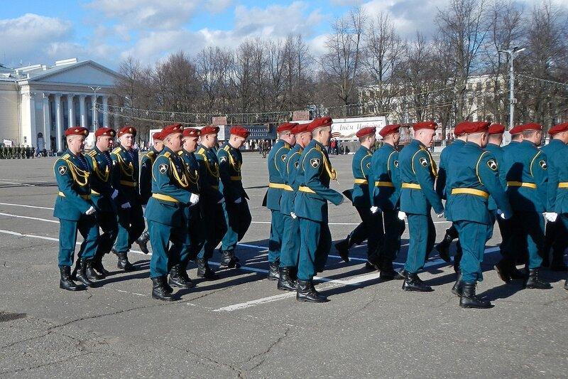Репетиция парада Победы - внутрненние войска, Киров, Театральная площадь