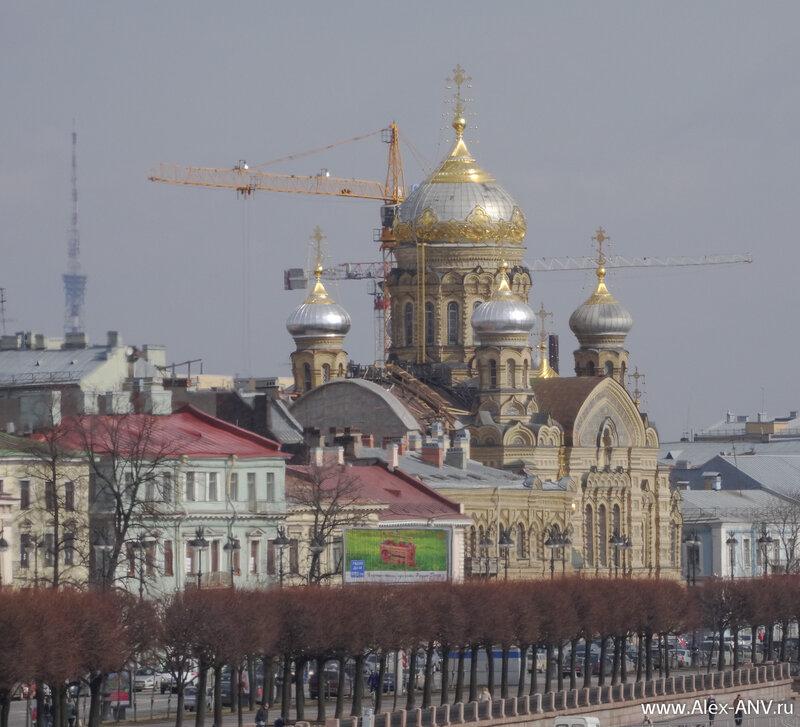 Церковь Успения Пресвятой Богородицы. За ней видна телебашня.