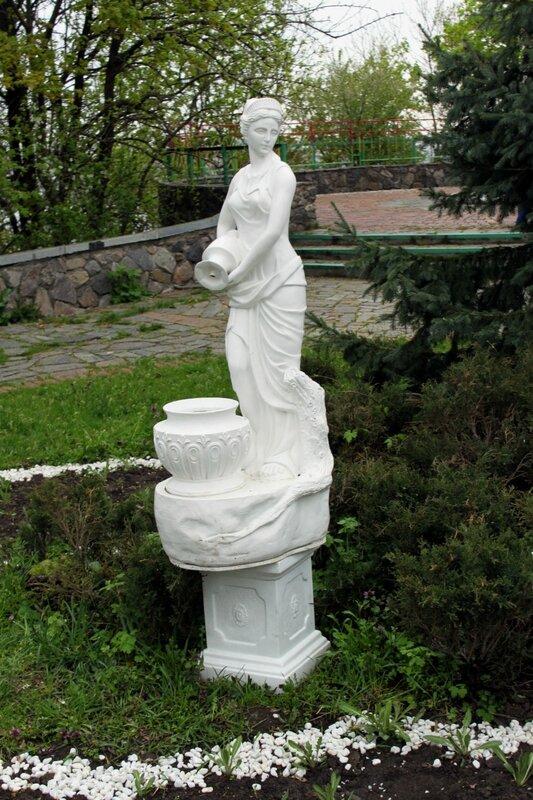 Скульптура Девушка с кувшином