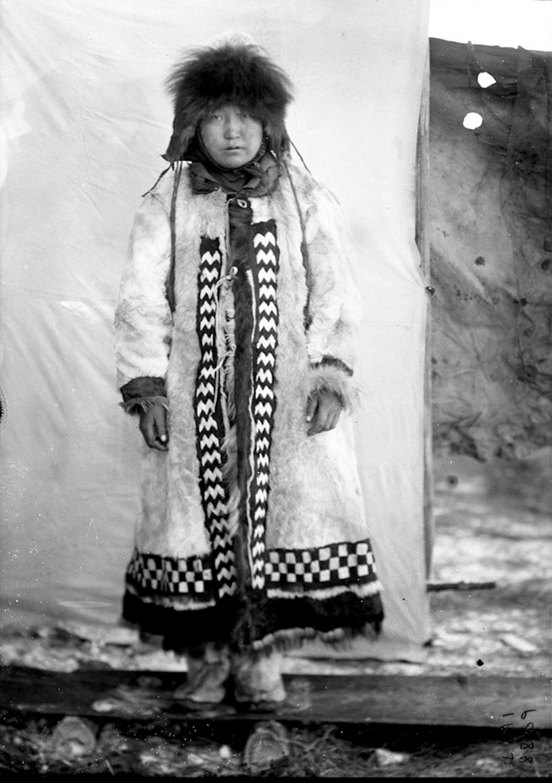 Якутка в зимней одежде, 1901