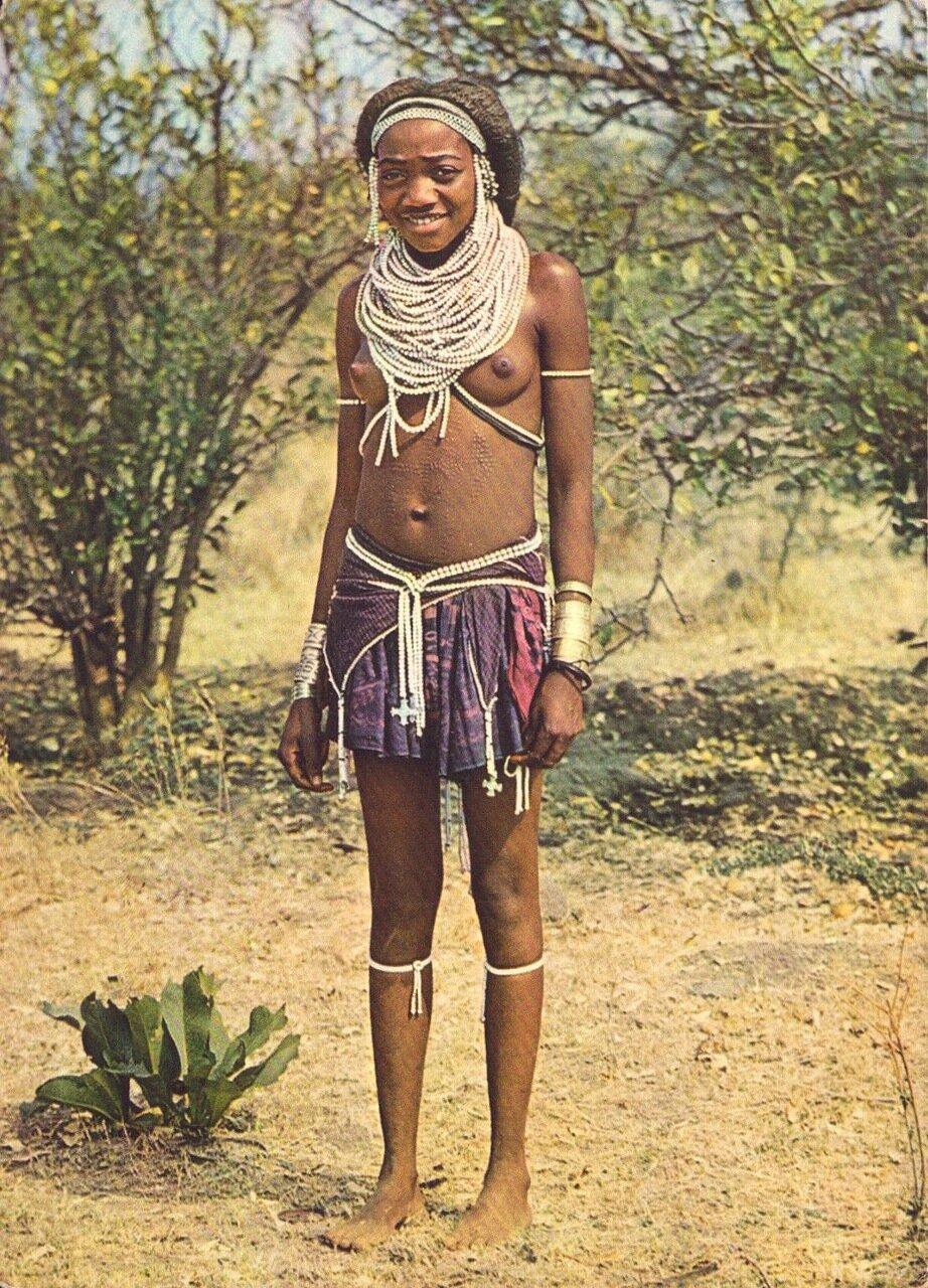 Девушка из Каконды, Ангола.