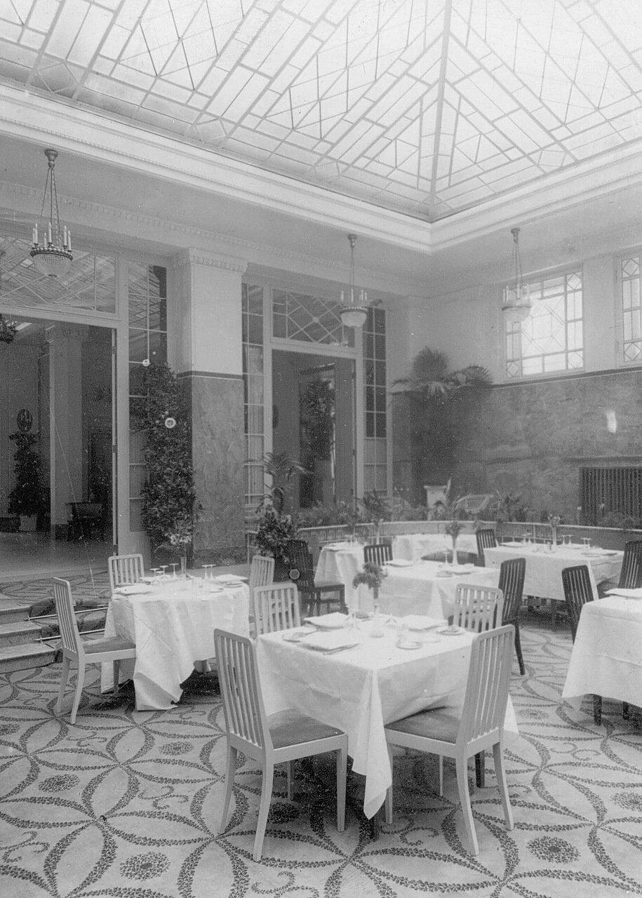 Часть зала ресторана