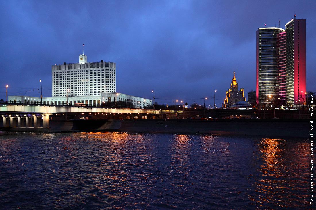 Дом Правительства Российской Федерации («Белый дом») и здание Правительства Москвы (бывшее здание СЭВ)