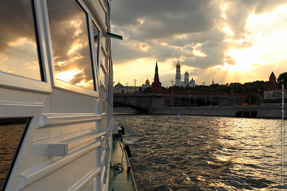 буйство закатных красок фото Кремль Москва-река