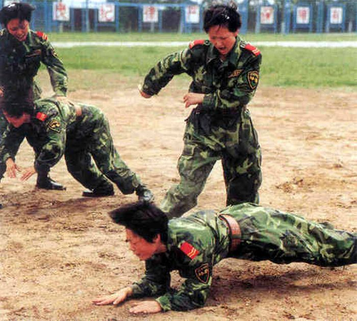 chinese_army_girls_04.jpg