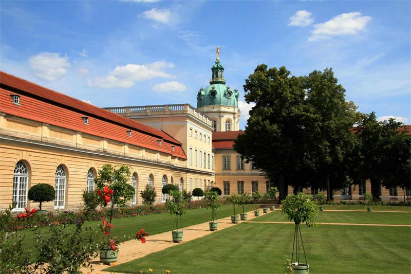 Dvorec-Sharlottenburg.jpg