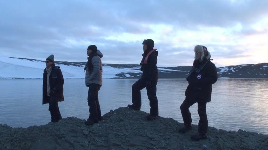 5. Музыкальная группа «Металлика» исполнила на Антарктиде песню, под названием Freeze `Em All «Метал
