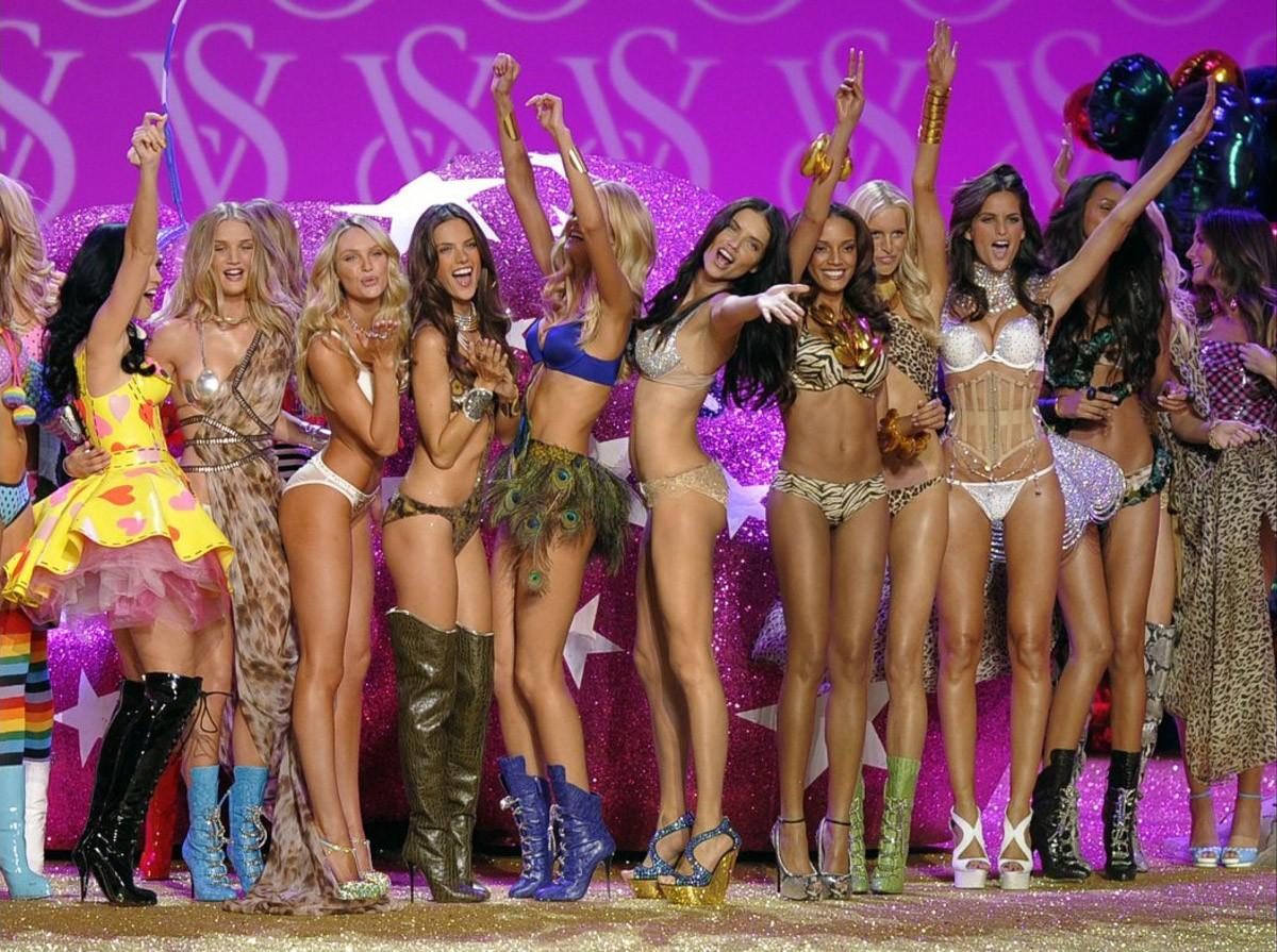 7. 2010 г., бюджет шоу: $12 млн Если не считать гостей, пришедших посмотреть на продукцию и моделей