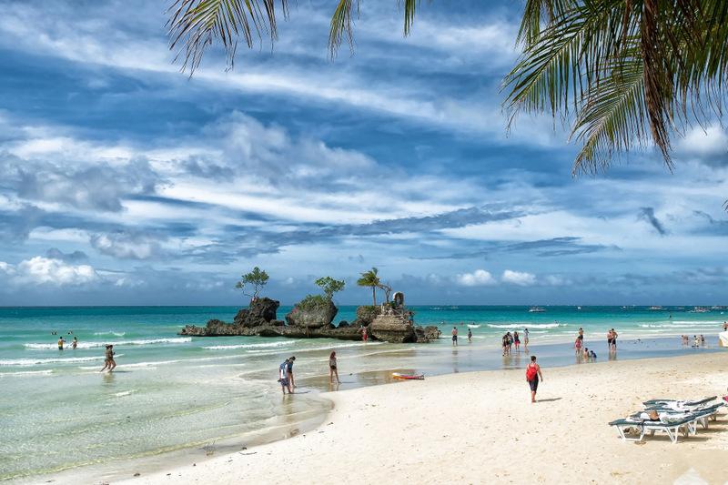 24. Уайт-Бич («Белый пляж»), остров Боракай, Филиппины . Лучшее время для посещения: с декабря по ма