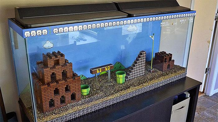 Декорации для аквариума из кубиков Lego.