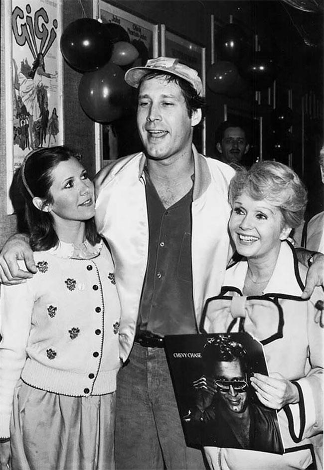 Кэрри Фишер, Чеви Чейз и Дебби Рейнольдс на вечеринке, 1980 год.