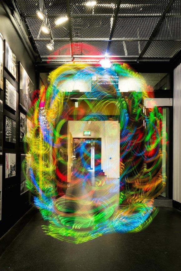 Получившиеся снимки представляют невидимые сигналы, которые Эрнану напомнили призраков.