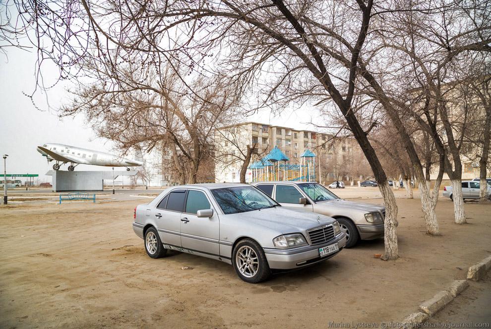 Парковка на детской площадке.