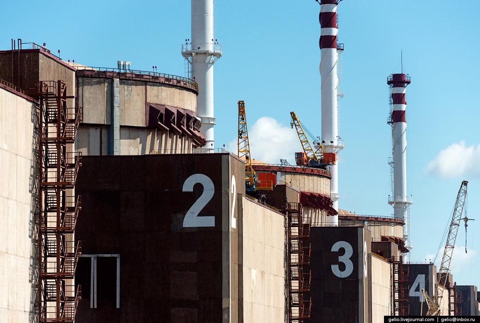 3. Масштабы энергоблоков можно оценить «с вертолета». Каждый энергоблок состоит из турбинного и
