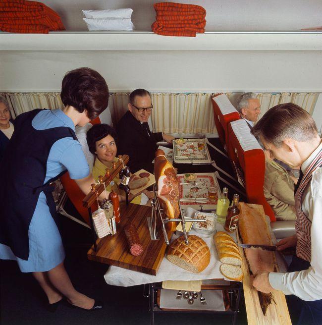 Как кормили в самолетах 40 - 50 лет назад