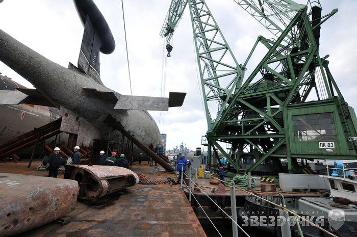 Перевозка подводных лодок на корабле