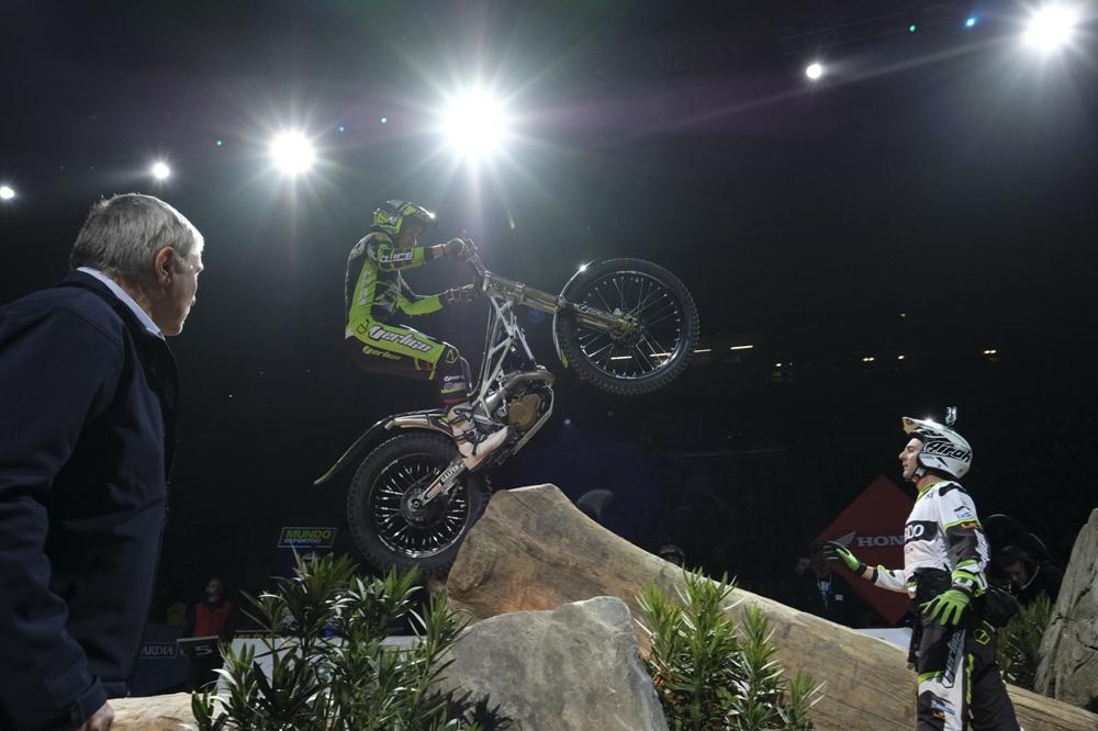 FIM X-Trial 2017: Тони Боу выиграл первый этап в Барселоне