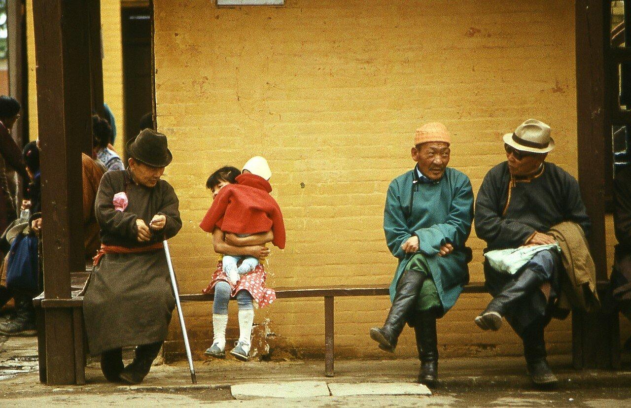 Улан-Батор. Верующие в монастыре Гандан