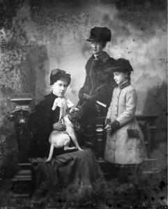 1885. Елизавета, Мария Анна и Луиза Саксен-Альтенбургские