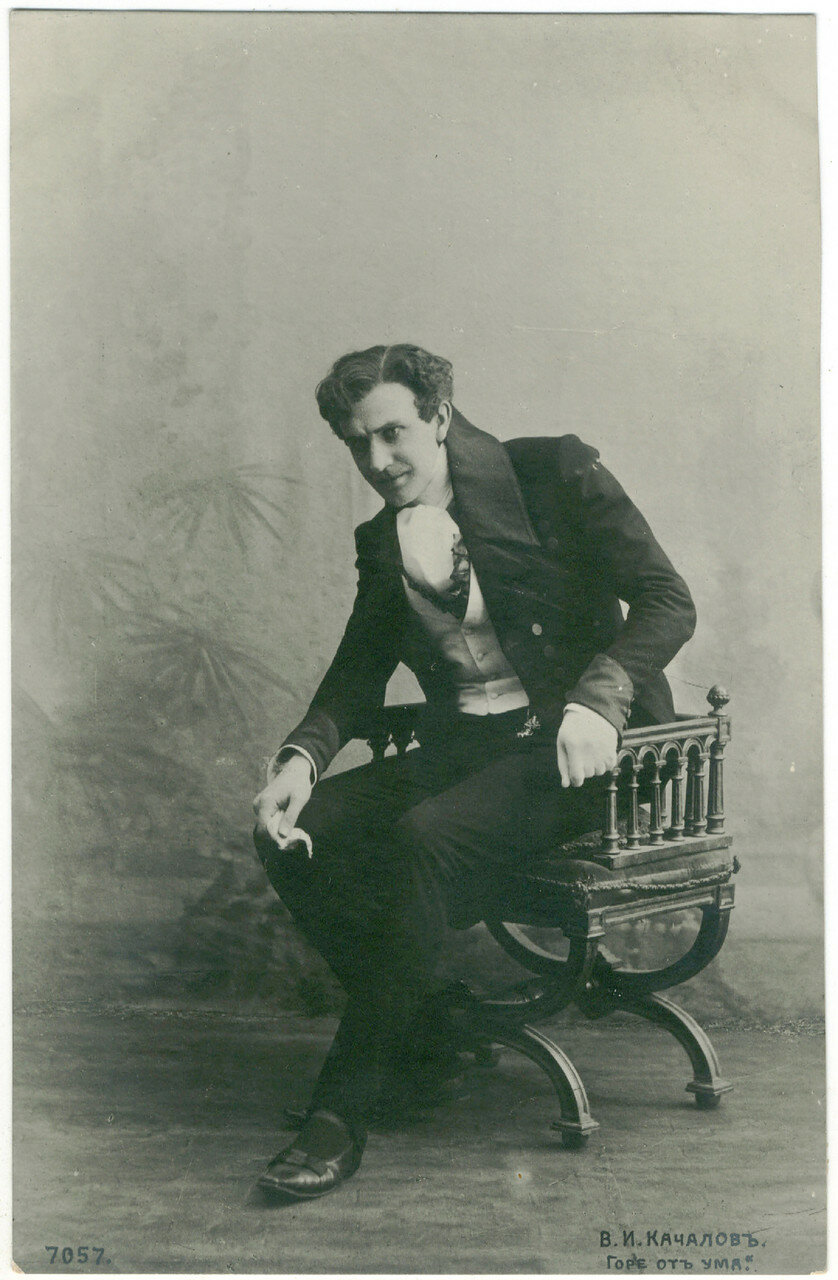 Гастролировал во многих городах и не спешил возвращаться. После долгих раздумий часть актёров МХТ во главе с Качаловым вернулась в Москву в 1922 году.