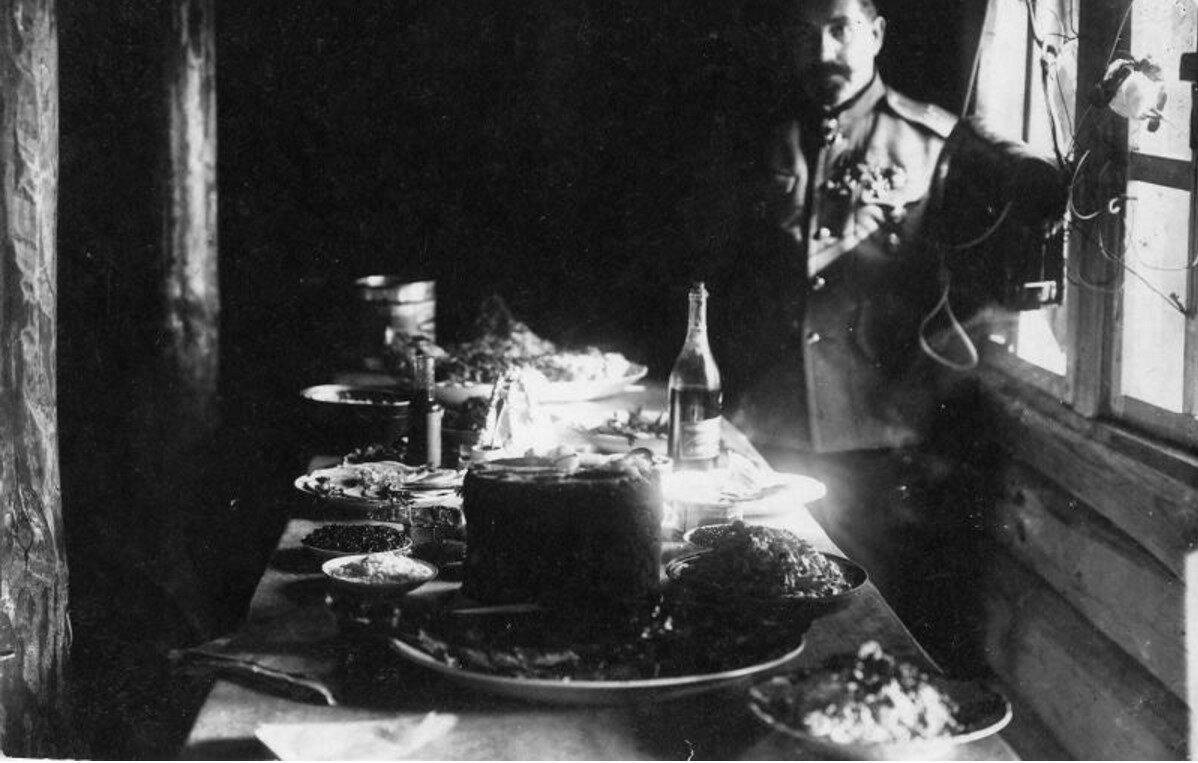 1916. 267-й пехотный Духовщинский полк. В землянке офицера