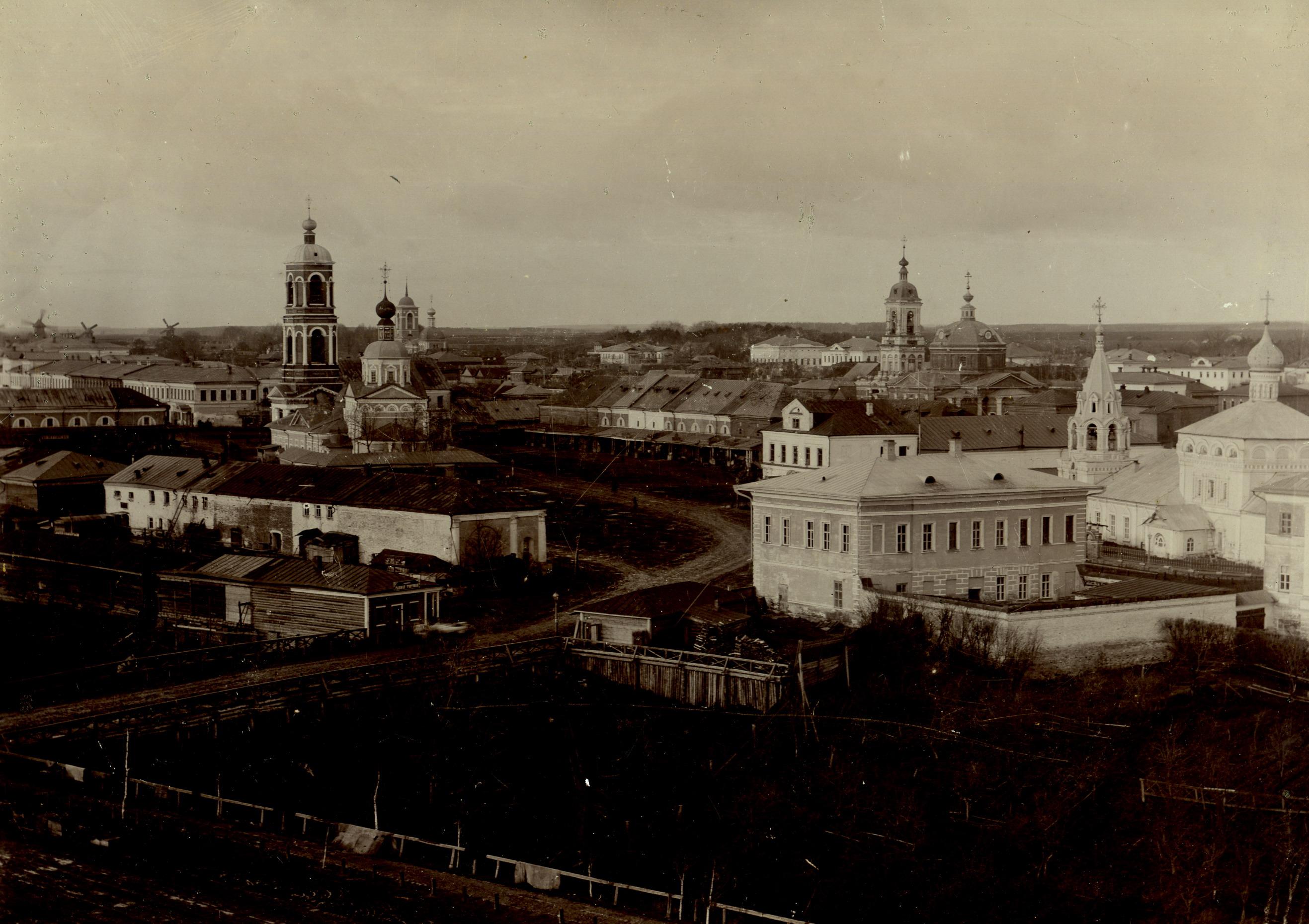 Вид на торговые ряды и церковь Рождества Христова. 1901