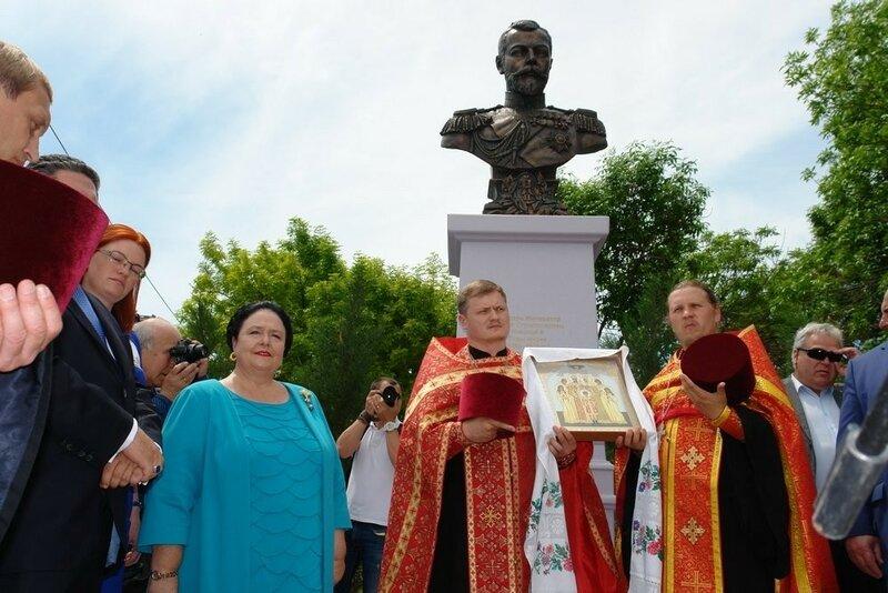 2016-05-16 Открытие бюста Николая II 31.jpg