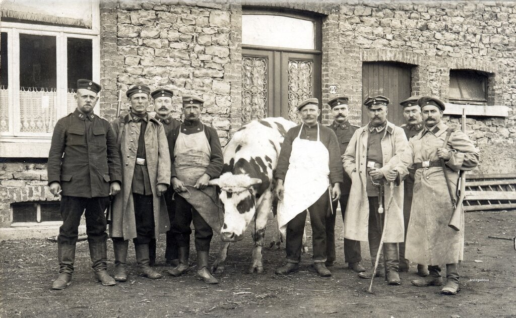 Company cooks from Landsturm Infantry Battalion 'Gera' and a week's worth of Rindfleisch