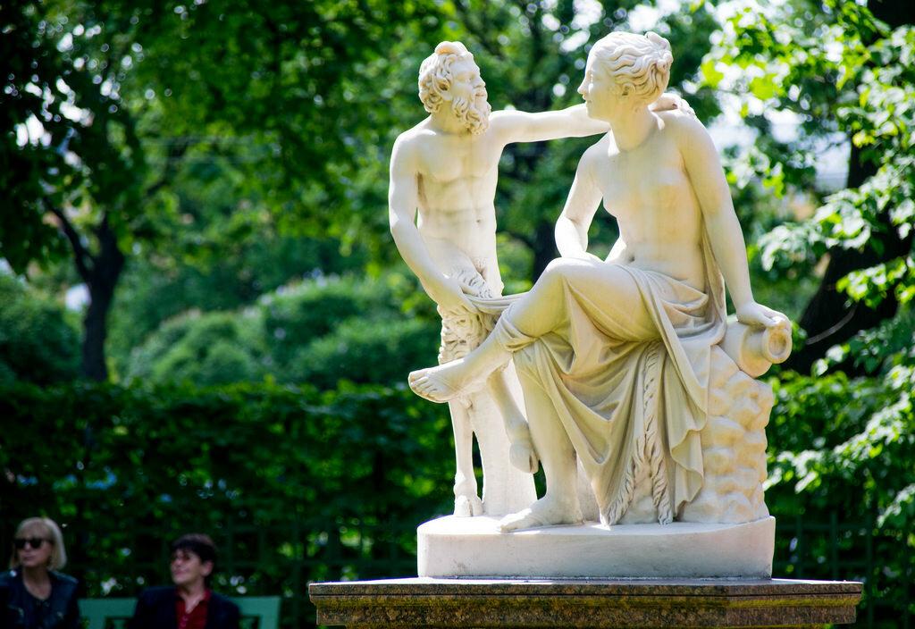 Статуя Сатир и Вакханка в Летнем саду  Statue of Satyr and Bacchante in the Summer Garden.jpg