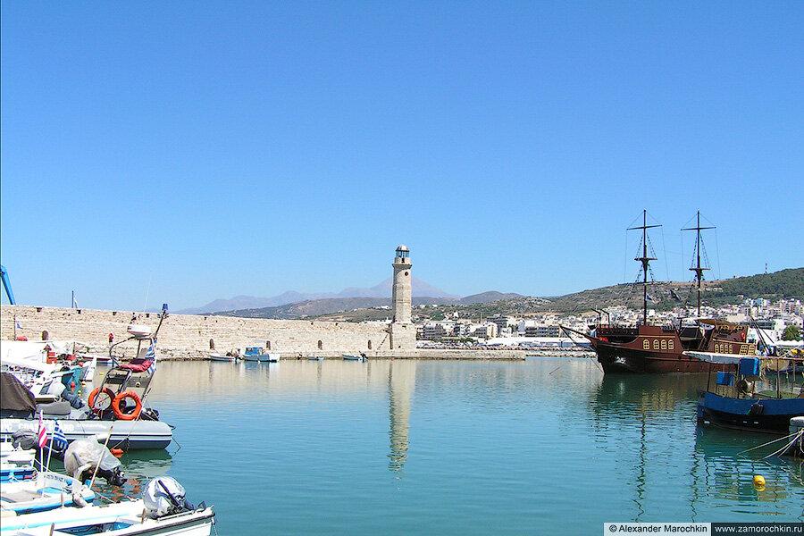 В венецианском порту Ретимно. Вид на маяк