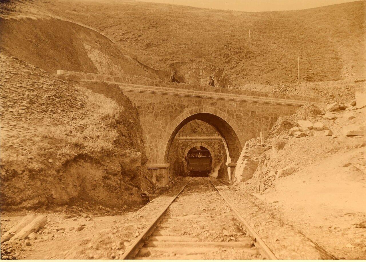 Автодорожный мост на выезде из туннеля Лос Аррискадер