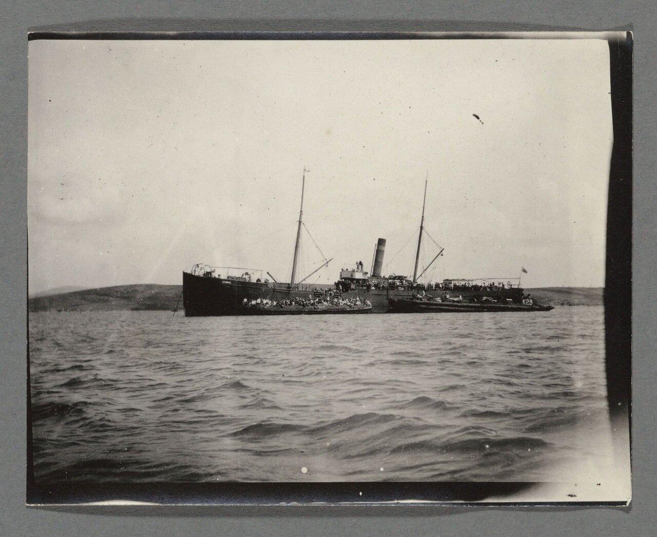 1920. «Самара» вывозит беженцев из Южной России.