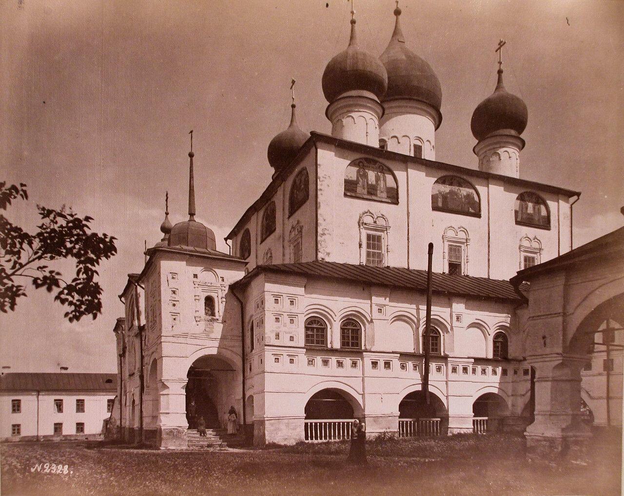 Вид верхнего храма в честь святителя Николая архиепископа Мирликийских,чудотворца Николо-Вяжищского монастыря