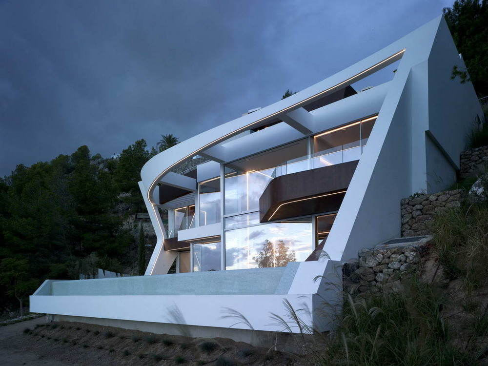 Современный особняк на склоне у моря в Испании