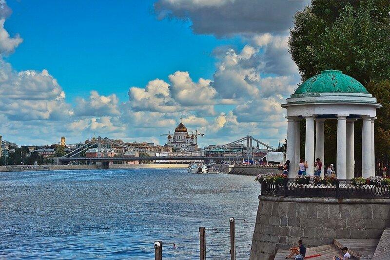 Беседка-ротонда на Пушкинской набережной.jpg
