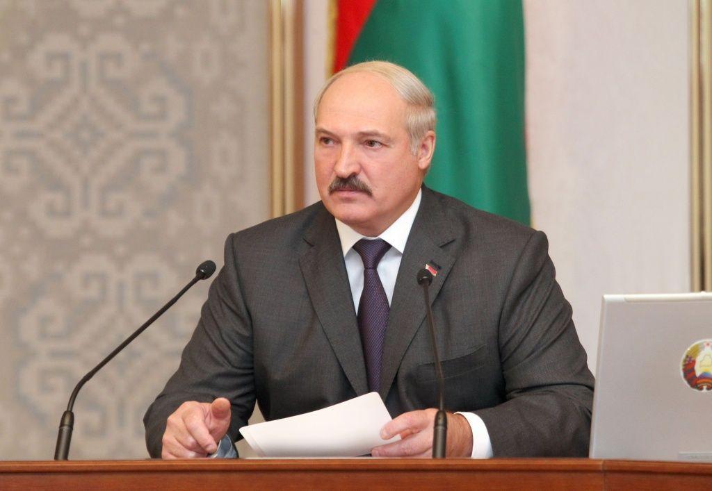 Лукашенко поручил подготовить к школе детей из малоимущих и многодетных семей