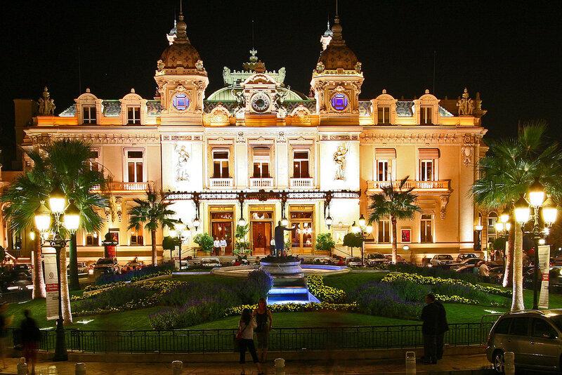 """Казино-""""Монте-Карло""""в Монако. Парадный вход."""