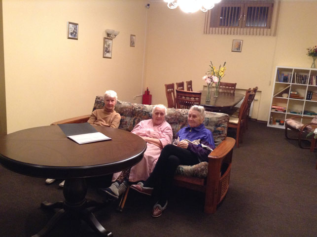 пожилые люди компания