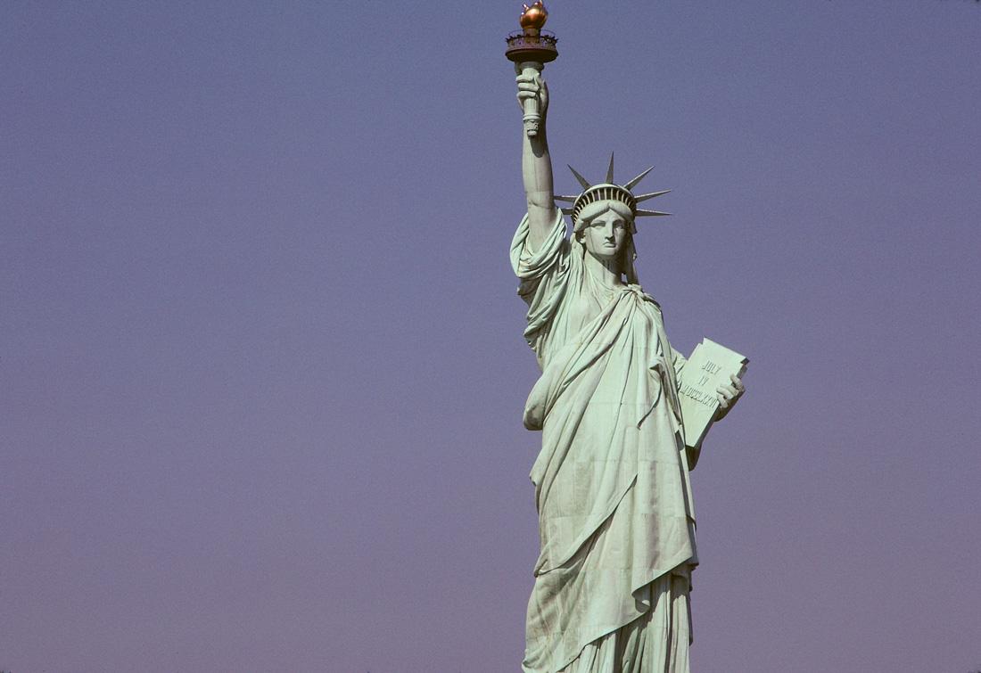 Статуя свободы (Нью-Йорк) — высота от земли до верхушки факела 93 метра. Строительство завершилось в