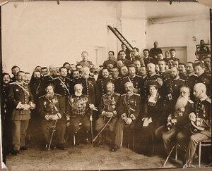 Профессора Г. И. Турнера; сидит слева первый - профессор В. М. Бехтерев; третий - военный министр А. Н. Куропаткин; четвёртый - профессор Г. И. Турнер; справа крайний - В. А. Оппель.