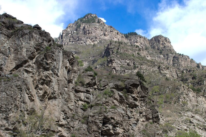 скалы в ущелье в горах инь шань, внутренняя монголия, китай