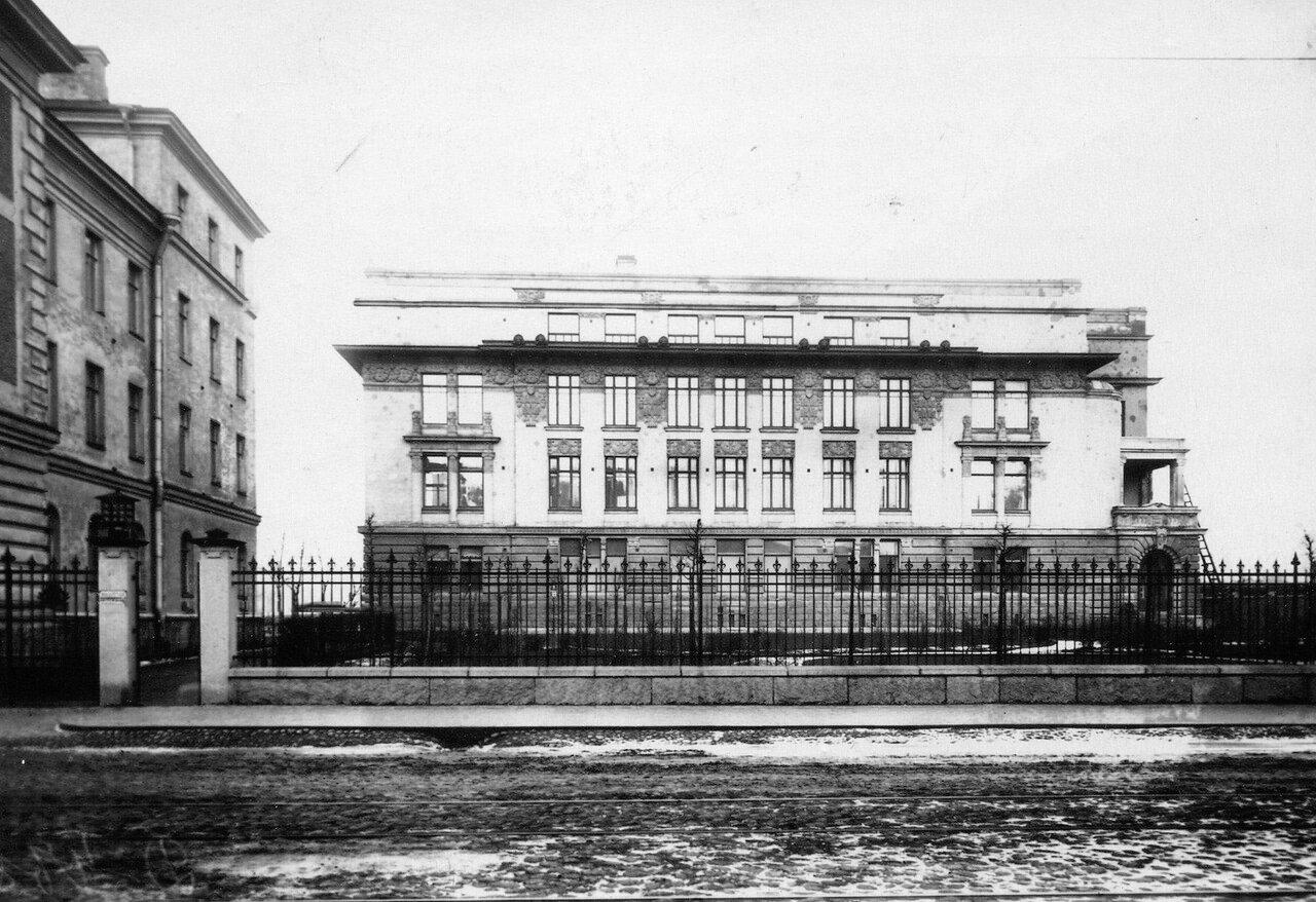 08. Фасад здания факультетской хирургической клиники (во дворе между корпусами 6 и 8).  1913