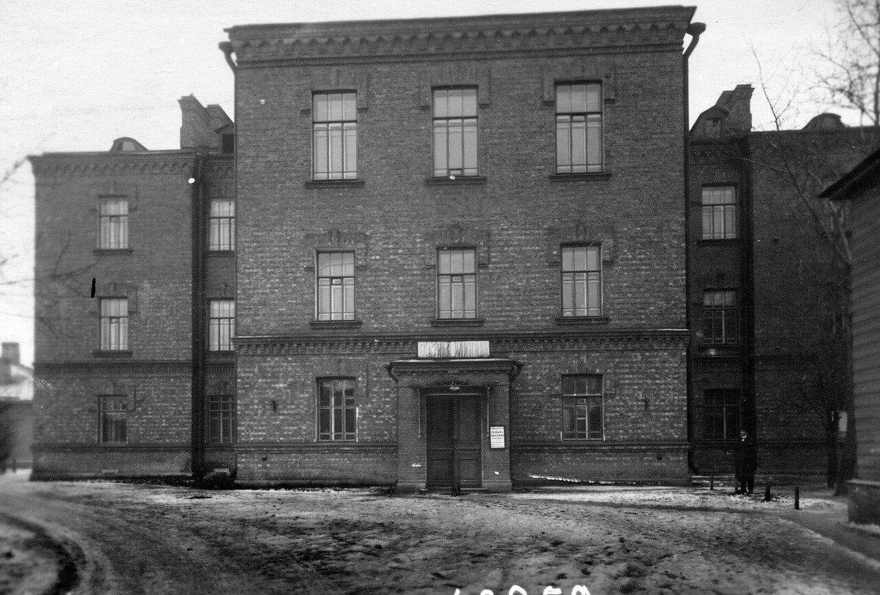 10. Фасад здания глазной клиники (Архиерейская, 4) при женском медицинском институте.  1913