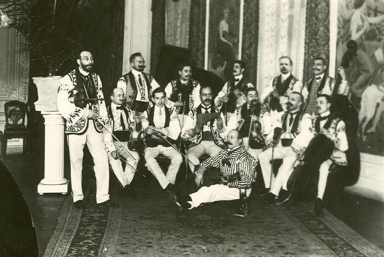 Выступление венгерского оркестра в ресторане «Вена»